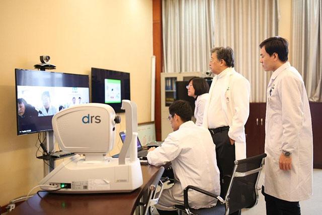 人民网专访何伟博士:运用远程、基因等创新技术精准扶贫