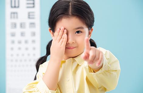 近视防控大误区:越戴眼镜,近视加深越快?